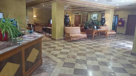 Hotel Villava Pamplona: Recepción.