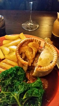 Otley, UK: Roebuck steak and ale pie
