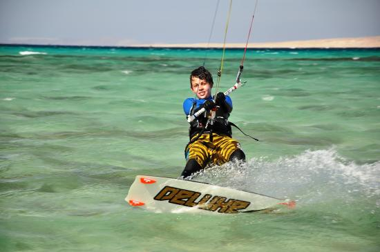 Go!Wind. Windsurfing & Kitesurfing School