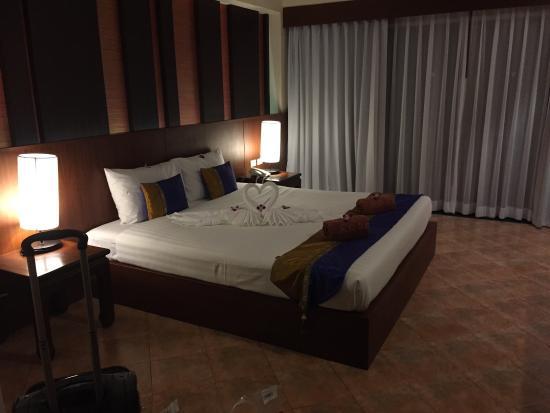 Baan Karonburi Resort: Номер de luxe в первом корпусе от пляжа.