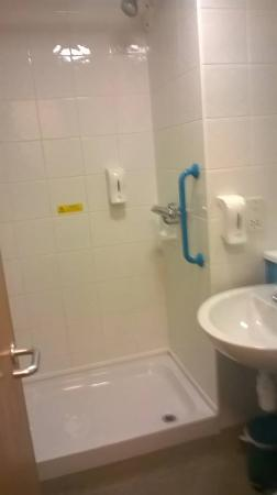 Travelodge Feltham: Shower