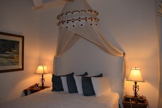 Acacia Boutique Hotel: bed canopy