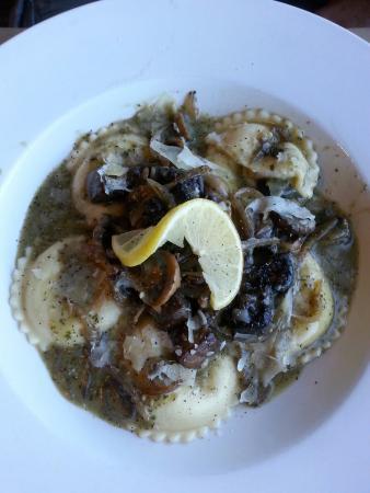 Caproni's on the River: Portobello Ravioli, yummy