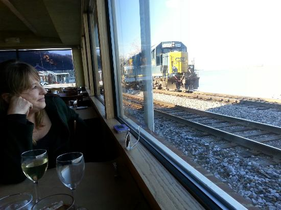 Caproni's on the River: Great views of trains, tracks, Ohio river and birds.