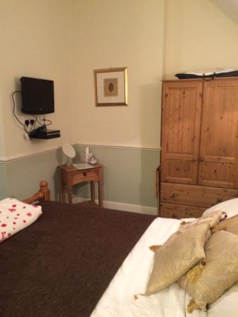 The Bell Inn: Room and TV