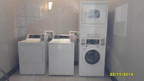 Drury Inn & Suites New Orleans: guest laundry room