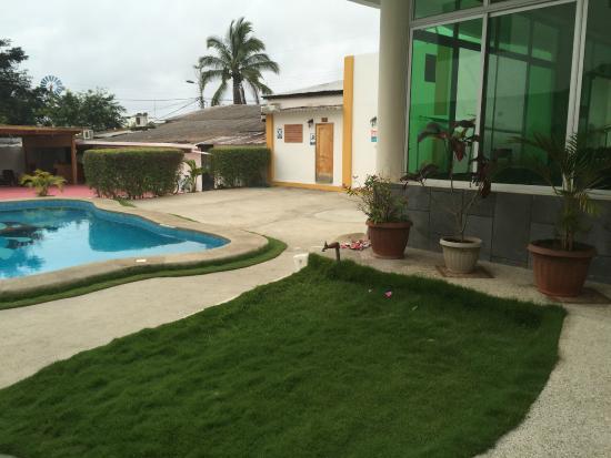 Hotel Pelican Bay: View of the breakfast area overlooking the grounds