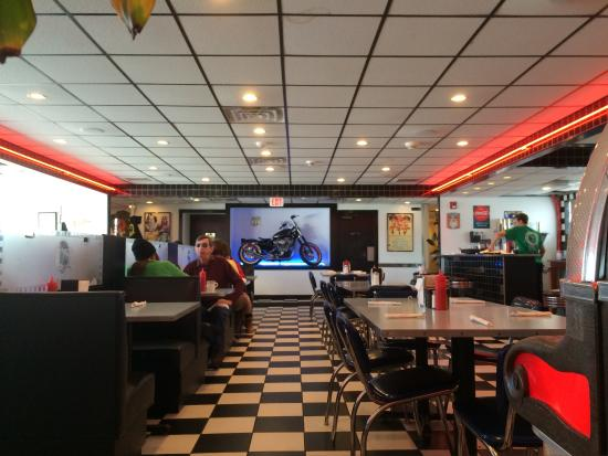 Misty Moonlight Diner: Really nice nostalgia diner experience.