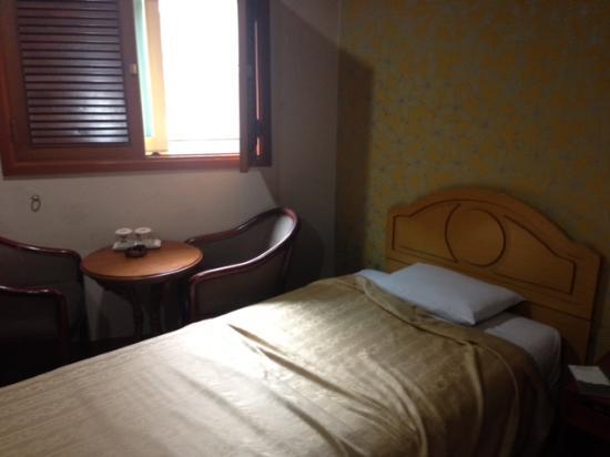 Benikea Kaya Tourist Hotel: 小さいながらも窓ありなので換気できます
