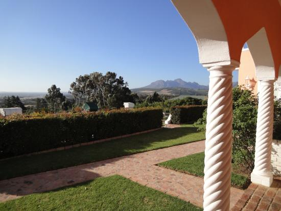 Apricot Garden Guesthouse: Sicht von Zimmer-Terrasse