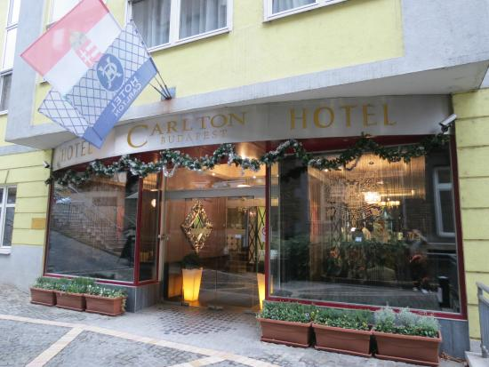 Carlton Hotel Budapest: Main Entrance