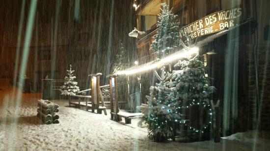 Le Plancher des Vaches: Belle soirée neigeuse