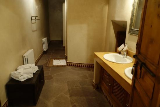 Riad Khol : salle bain première chambre