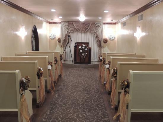 A Storybook Wedding Chapel Intérieur De La Chapelle