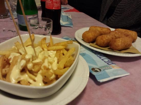 O' Pezzereniello : Patatine con fonduta - crocchè