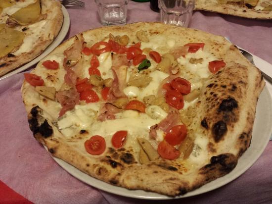 O' Pezzereniello : Pizza rusticana