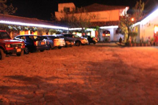 Hotel Cabanas El Porton: Garaje con mucho espacio