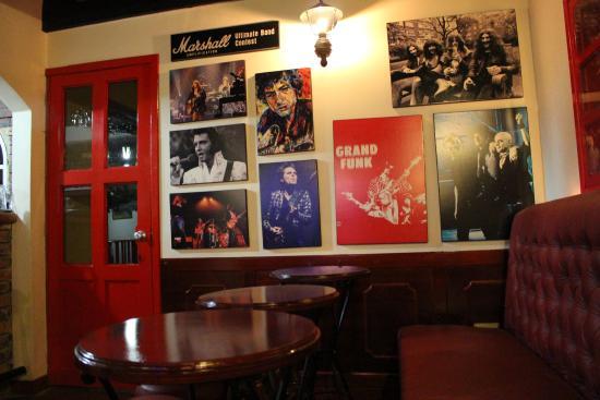 Hotel Cabanas El Porton: Pub, muy agradable