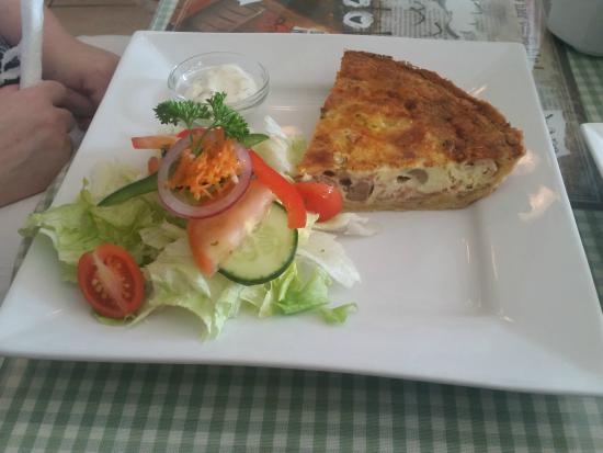 Fynbos Gourmet Restaurant: Bacon and mushroom quiche