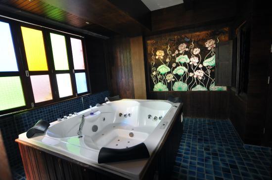 Singha Montra Lanna Boutique Style: Bathroom