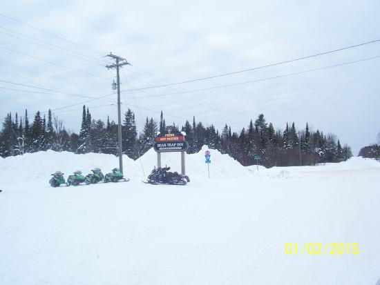 Bear Trap Inn: ski doo to it