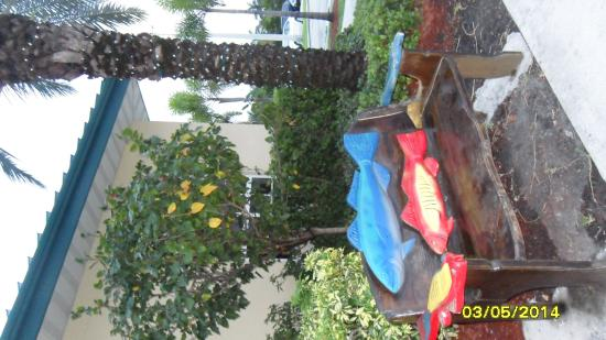 Homewood Suites Miami-Airport West: nice landscaping