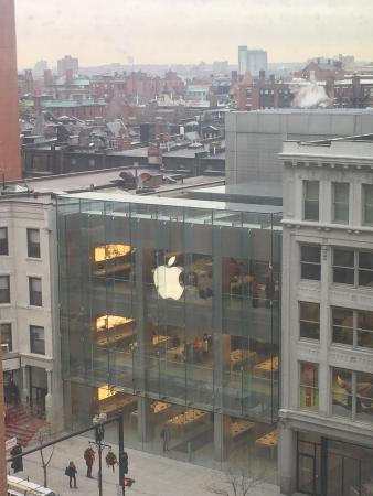 Mandarin Oriental, Boston : Directly across the street from the Apple Store