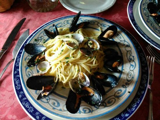 Il Pirata: Location incantevole, cibo ottimo Cucinato divinamente. ...personale gentile e professionale. .