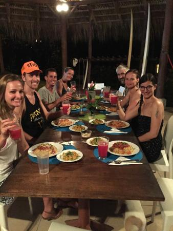 Shaka Beach Retreat: Delicious meals and new friends!