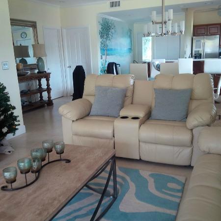 The Grandview Condos Cayman Islands: Lounge