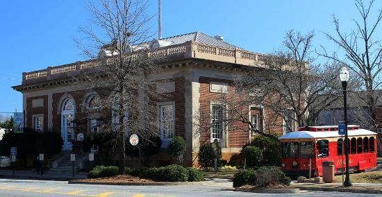 """Milledgeville Visitor Information Center: Visitor's center, formerly a post office, and """"Milly"""" the trolley"""