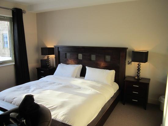 Peak Edge Hotel : bedroom