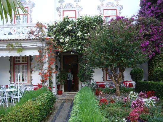 Pergola In Tuin : De voorkant van hotel pergola met tuin picture of pergola house