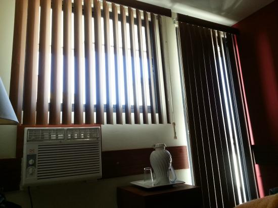Centroamericano Hotel: There is no curtains, this is some kind of blinds