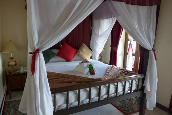 Zanzibar Hotel: big comfortable bed