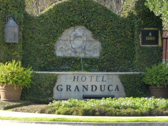 Hotel Granduca Houston: Entrance Sign
