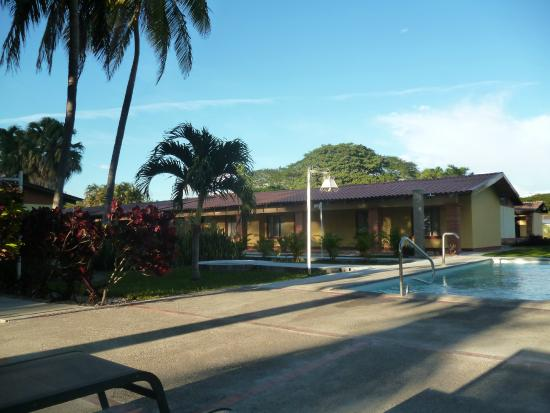 Las Espuelas Hotel: Area de la piscina