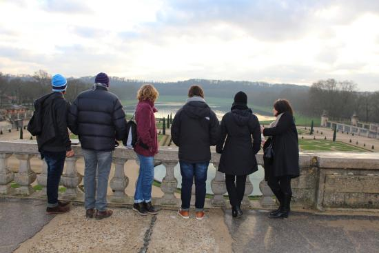 Unique Paris Private Tours : Versailles tour with our guide Daphne on far right