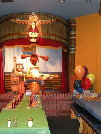Family Fun Center & Bullwinkle's Restaurant: Bullwinkle's Restaurant Show