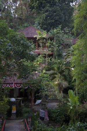 Grya Sari - the Bali Hot Springs Hotel: Hotel from Carpark