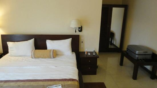 Serene Grand Hotel: The room