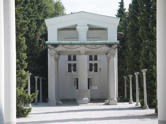 Zale Cemetery: Main Chapel