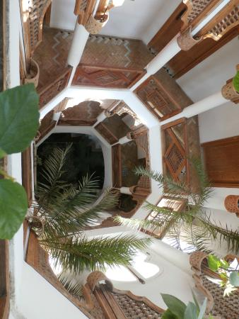 Dar Liouba : Octogonal stairs - center of the house