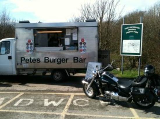 Valley, UK: Petes Burger Bar @ Penrhos Coastal Park.