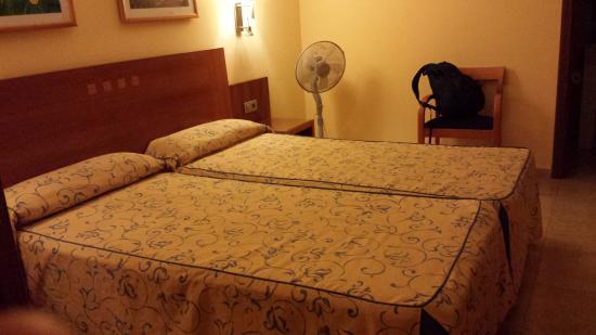 Hotel Pujol : habitacion sexta planta