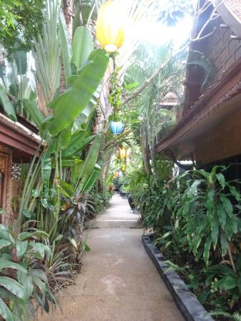 White House Beach Resort & Spa: walkway through the hotel