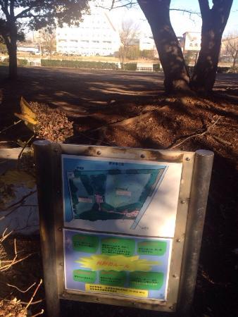 Shinkiba Park: 小汚い公衆トイレが一箇所しか無いので注意