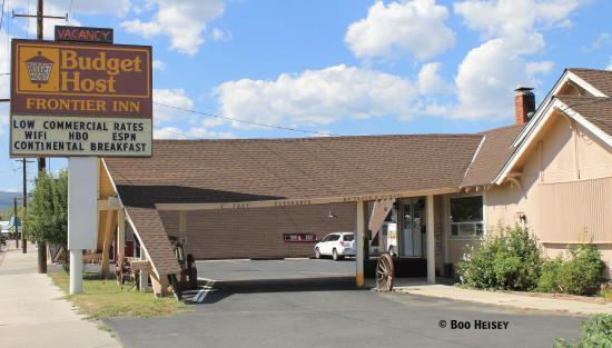 بدجت هوست فرونتير إن: Budget Host Frontier Inn Sign