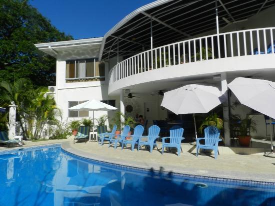 The Hideaway Hotel Playa Samara: Pool area and outdoor dining