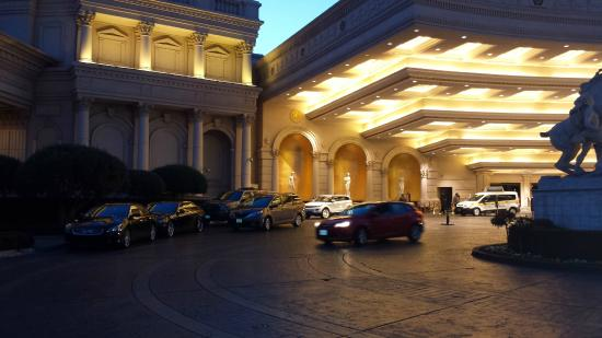 caesars palace valet parking